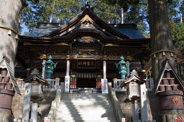 拝殿敷石の龍神