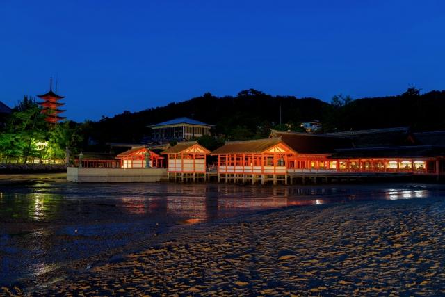 夜の厳島神社