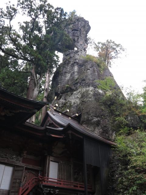 榛名神社社殿と御姿岩