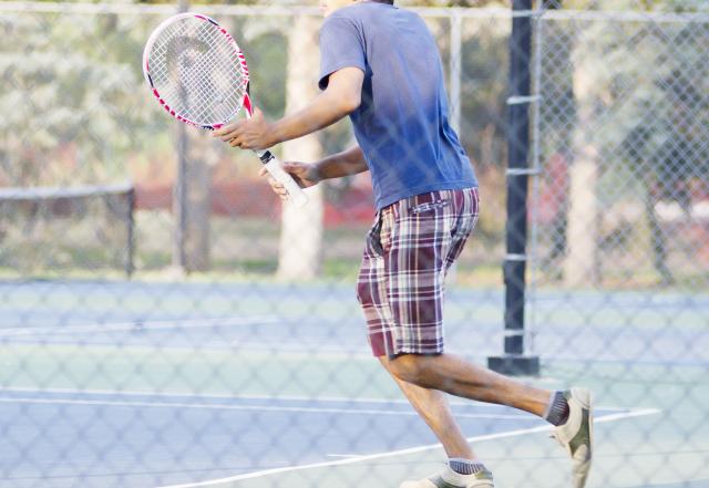 テニスインストラクター