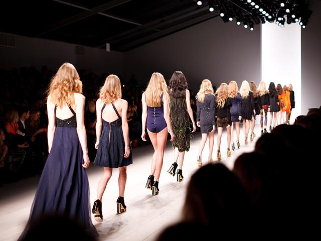 色気女性服装ファッション