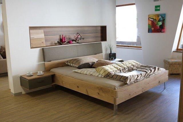 2020年令和2年寝室風水木製のベッド