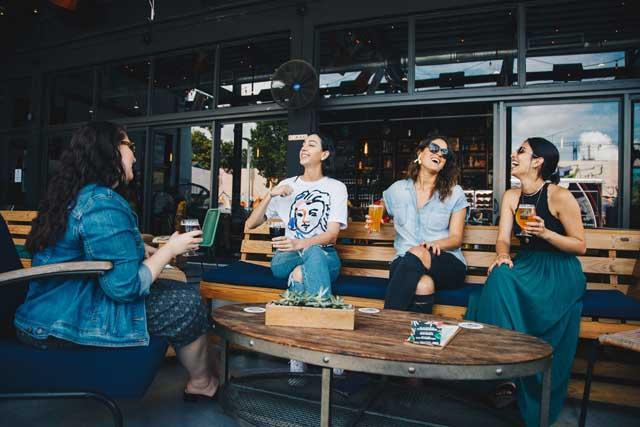 12星座別双子座ふたご座女性の特徴コミュニケーション社交的
