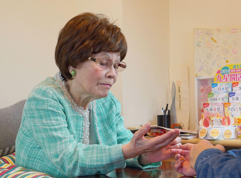 鑑定歴60年の新宿の母