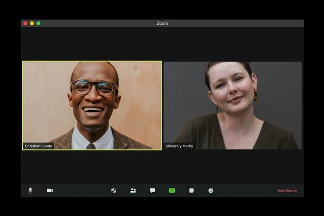 ビデオ通話でオフの素顔を見えるると親近感が出るメリットあり