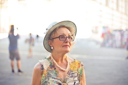 老後に孤独になる人の特徴と対処法