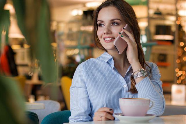 婚期を逃しやすいおひとり様女性は自分の話ばかりしがちという特徴がある