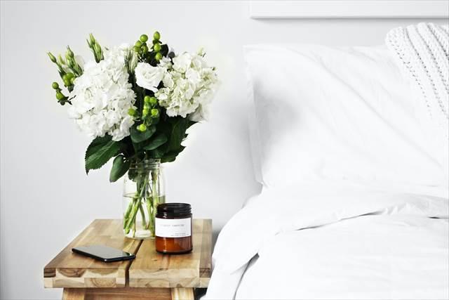 簡単に恋愛運アップを狙うなら寝室に花を飾る